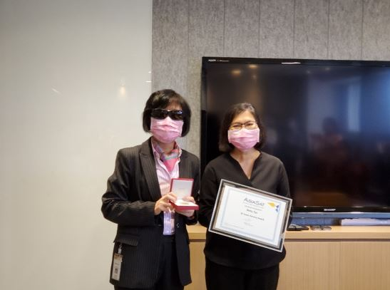 Betty (right) receiving the 30 Years Service Award from Sue Yeung, AsiaSat's CFO