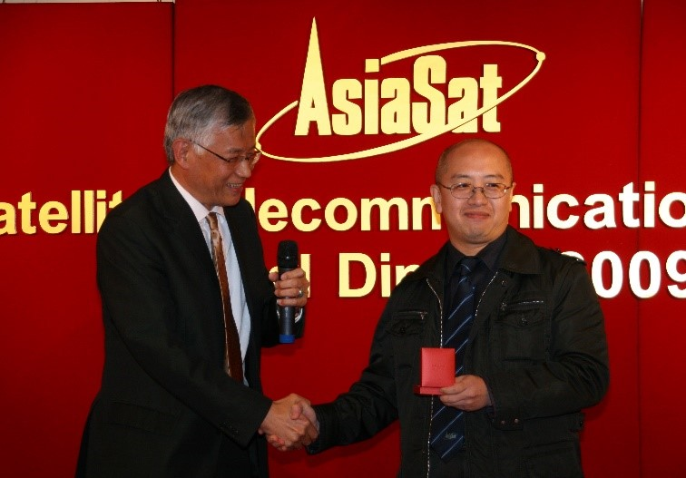 William (right) receiving his 20 Years Service Award from the late Dr. Ya Chiu, former Vice President, Technical Operations of AsiaSat