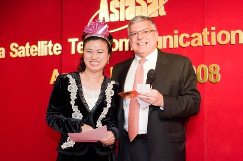 Janus has all the best of luck and wit!  Receiving a prize from Peter Jackson at the CEO Game during the 2008 annual dinner
