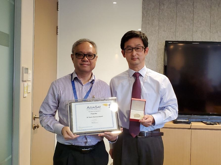 Fred Ho (left) receiving his 30 Years Service Award from CEO Roger Tong